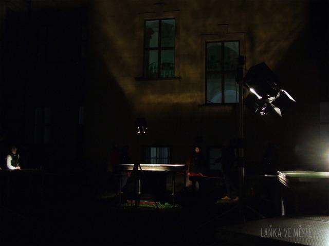 Petr Nikl a David Vrbík, Zóna – interaktivní zvukově-světelná instalace vytvořená pro prostor dvora Taneční konzervatoře hl. m. Prahy, Signal festival, Praha