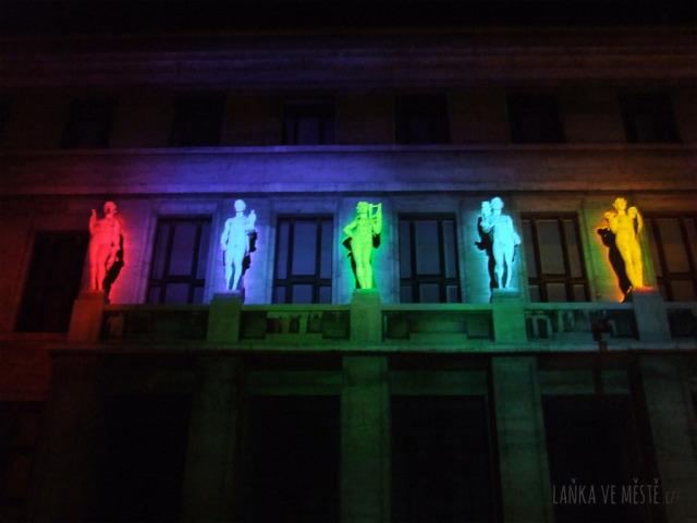 The Electronic Canvas, Out of Place – videomapping ušitý na míru budově Městské knihovny na Mariánském náměstí, Signal festival, Praha