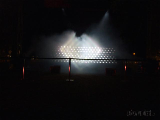 Kimchi &Chips, Light Barrier – světelná instalace na Střeleckém ostrově, Signal festival, Praha