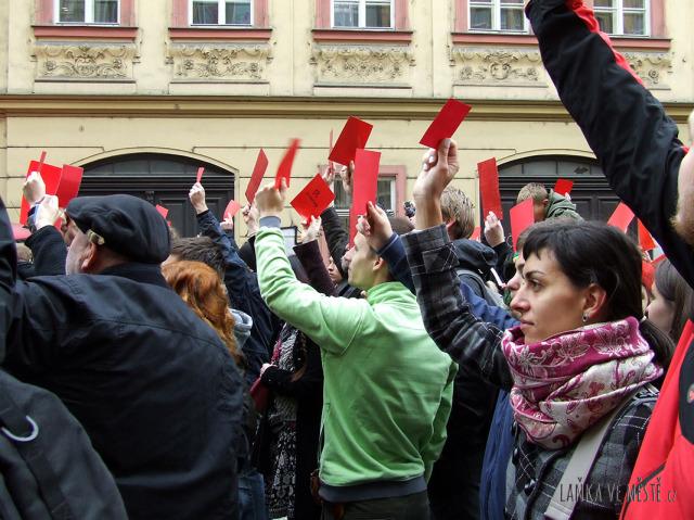 Červená karta pro Miloše Zemana