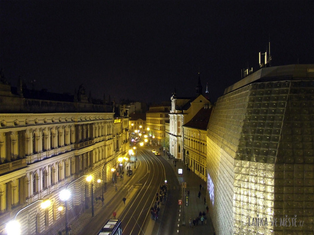 Národní třída – pohled z lodžie Národního divadla.