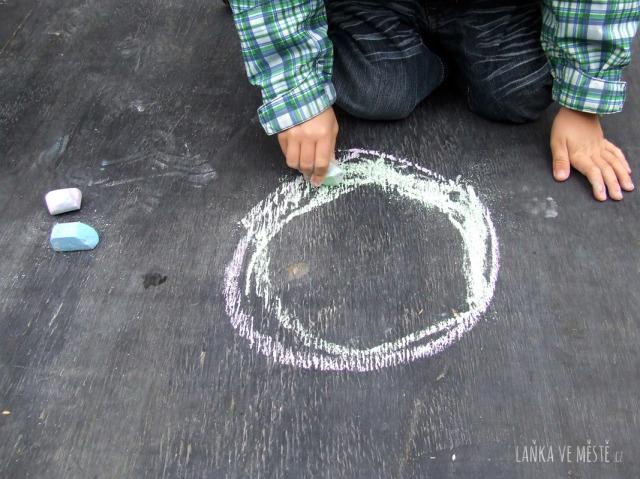 Kruh adventního věnce může symbolizovat věčný koloběh přírody i Boží jednotu.