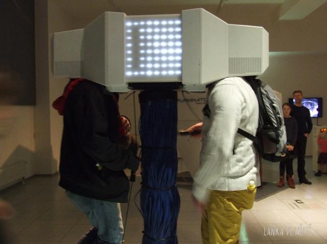 Výstava No Pain No Gaim: nejmenší sociální síť světa s názvem FaceBox je určená pro živoucí a soustředěná setkání tváří v tvář