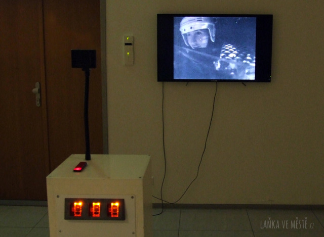 Výstava No Pain No Game: co prožívá hráč vystavený útokům exponátu s názvem Furminator?